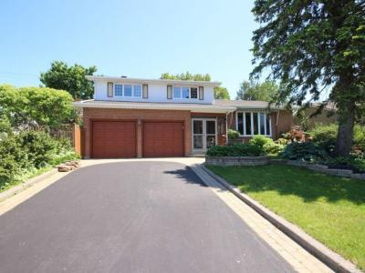 Photo of 13 Parklane Court, Gloucester, Ontario K1B3H3