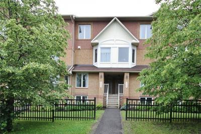 Photo of 324 Cresthaven Drive, Ottawa, Ontario K2G6W3