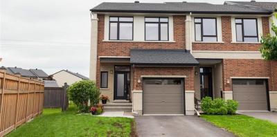 Photo of 674 Whitecliffs Avenue, Ottawa, Ontario K1V2M1