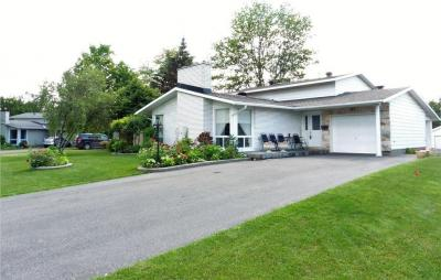 Photo of 63 Birchview Road, Ottawa, Ontario K2G3G3