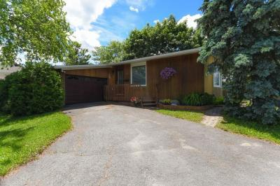 Photo of 4 Cassidy Road, Nepean, Ontario K2H6J8