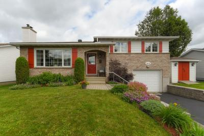 Photo of 323 Warden Avenue, Orleans, Ontario K1E1T3