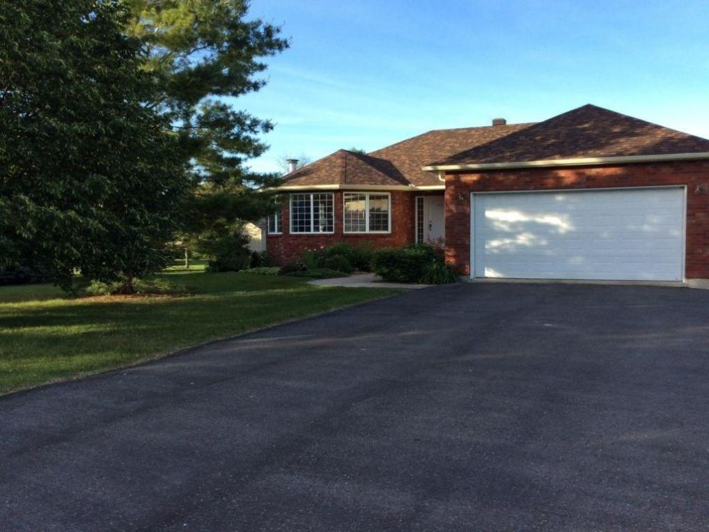 43 Sandfield Avenue N, Alexandria, Ontario K0C1A0