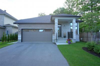 Photo of 702 Bridleglen Crescent, Ottawa, Ontario K2M0H5