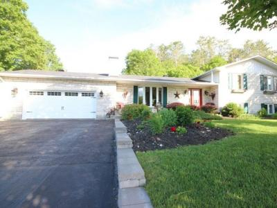 Photo of 1419 Du Parc Avenue, Rockland, Ontario K4K1C5
