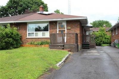 Photo of 829 Trojan Avenue, Ottawa, Ontario K1K2P8