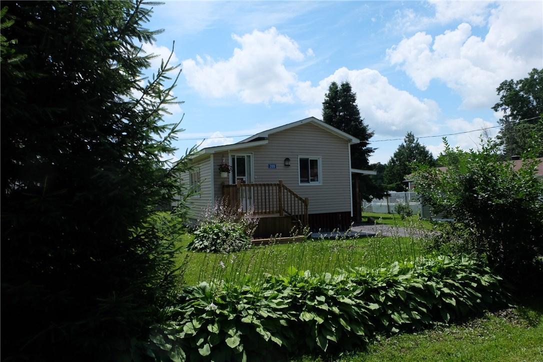 8250 County Rd 17 Road Unit#209, Rockland, Ontario K4K1K7