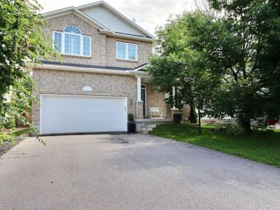 Photo of 130 Arrowwood Drive, Stittsville, Ontario K2S2G3