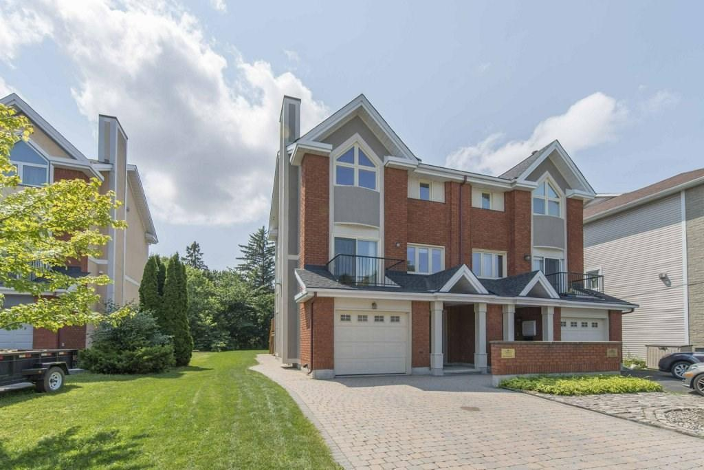 828 Riddell Avenue N, Ottawa, Ontario K2A2V9