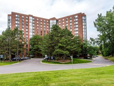 Photo of 2871 Richmond Road Unit#304, Ottawa, Ontario K2B8M5