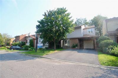 Photo of 7 Vanhurst Place, Ottawa, Ontario K1V9Z7