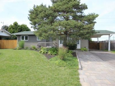 Photo of 15 Domus Crescent, Nepean, Ontario K2H6A3