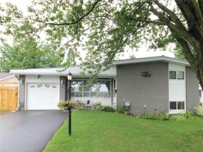 Photo of 4 Parkmount Crescent, Nepean, Ontario K2H5T4