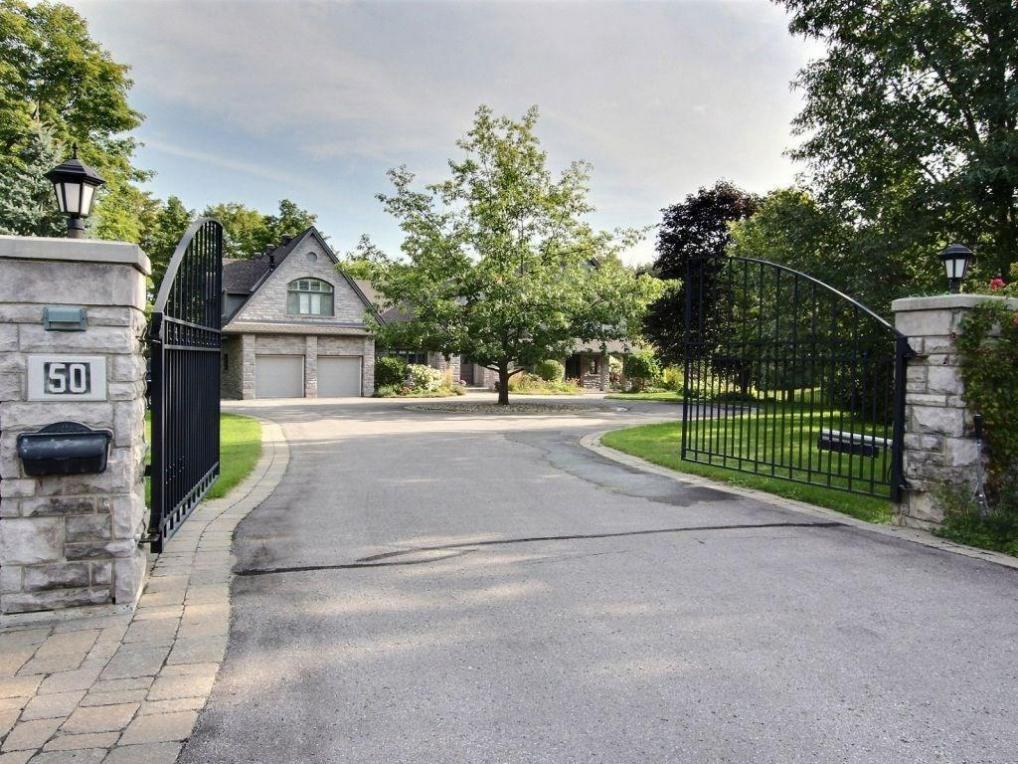 50 Rothwell Drive, Ottawa, Ontario K1J7G7