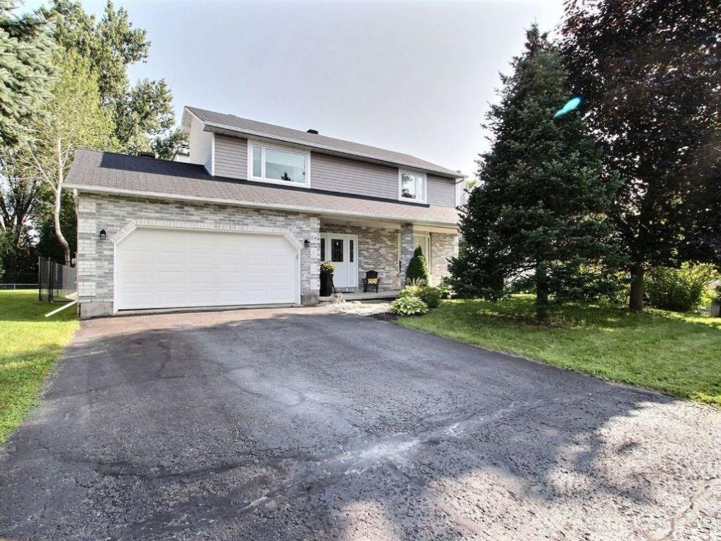 645 Potvin Avenue, Rockland, Ontario K4K1M4