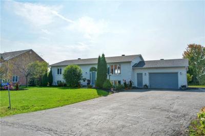 Photo of 1365 Inge Crescent, Navan, Ontario K4B1M7