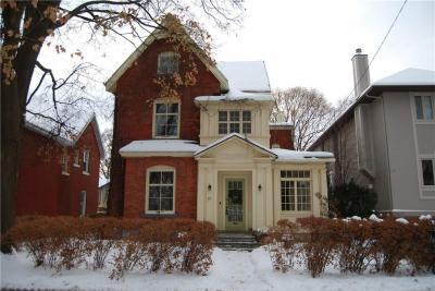 Photo of 66 Barton Street, Ottawa, Ontario K1S4R7