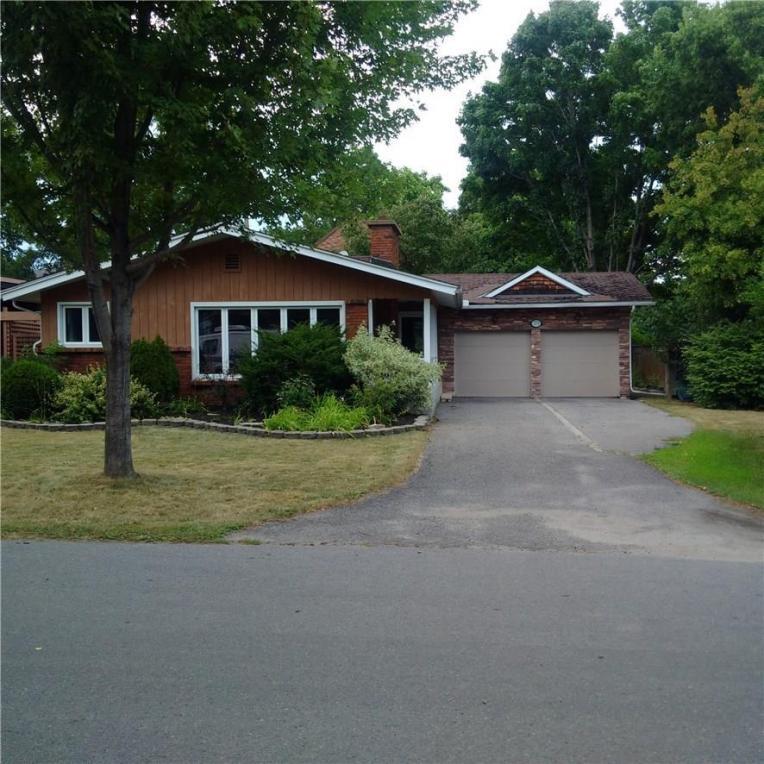 379 Mountbatten Avenue, Ottawa, Ontario K1H5V1