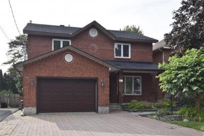 Photo of 8b Ashburn Drive, Ottawa, Ontario K2E6N3