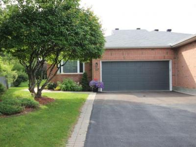Photo of 12 Roseglen Private, Ottawa, Ontario K1H1B6