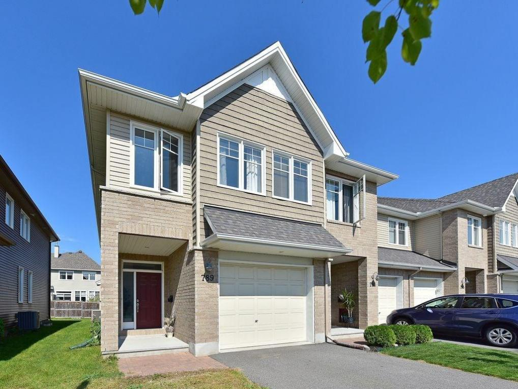 789 Hazelnut Crescent, Gloucester, Ontario K1T0K2