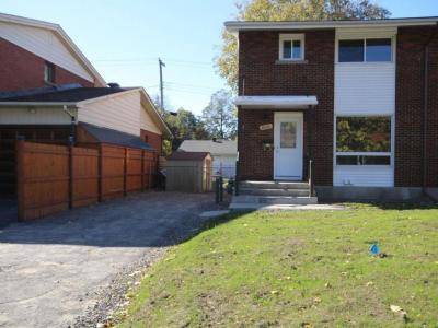Photo of 1002 Mossdale Street, Ottawa, Ontario K2B5S7