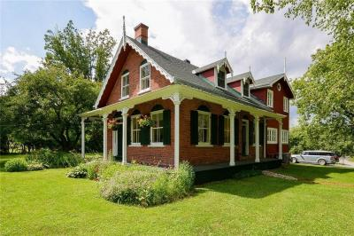 Photo of 2619 Old Montreal Road, Cumberland, Ontario K4C1A2
