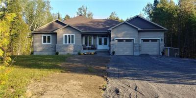 Photo of 924 Deertail Lane, Carp, Ontario K0A1L0