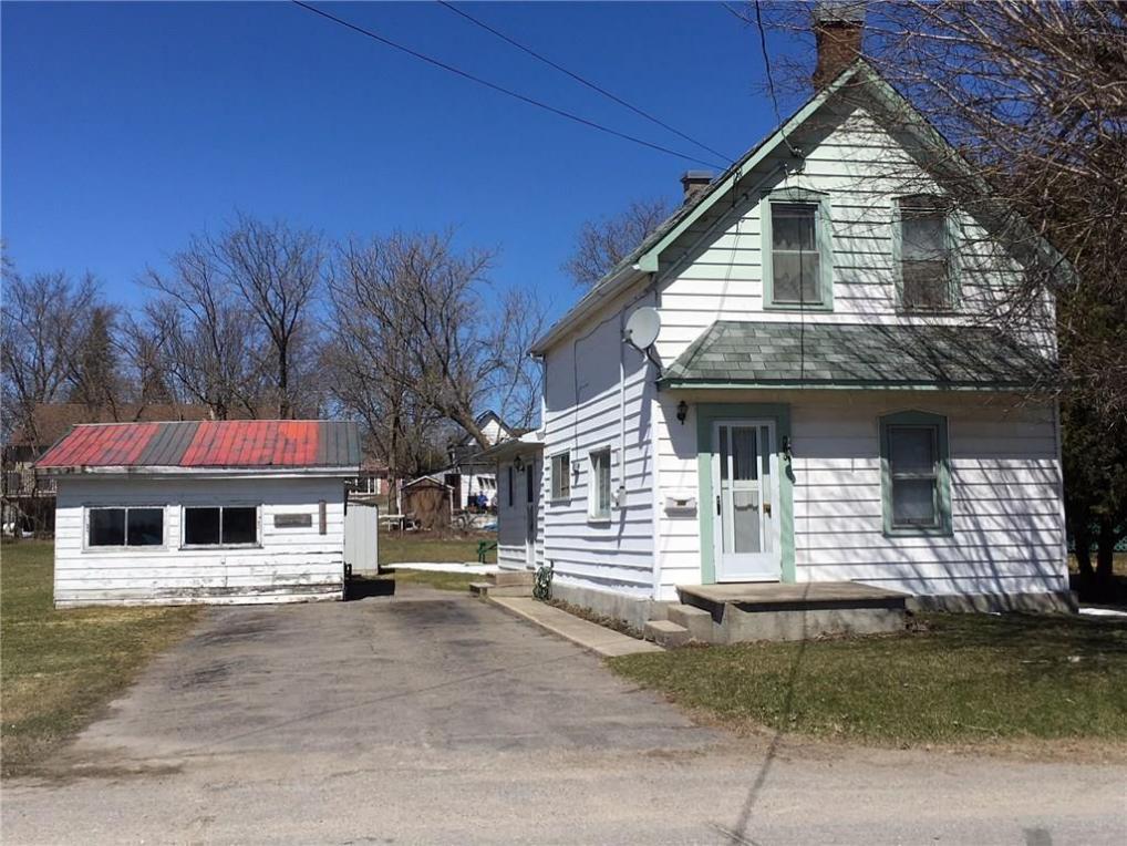 102 Lorne Street, Smiths Falls, Ontario K7A5J7