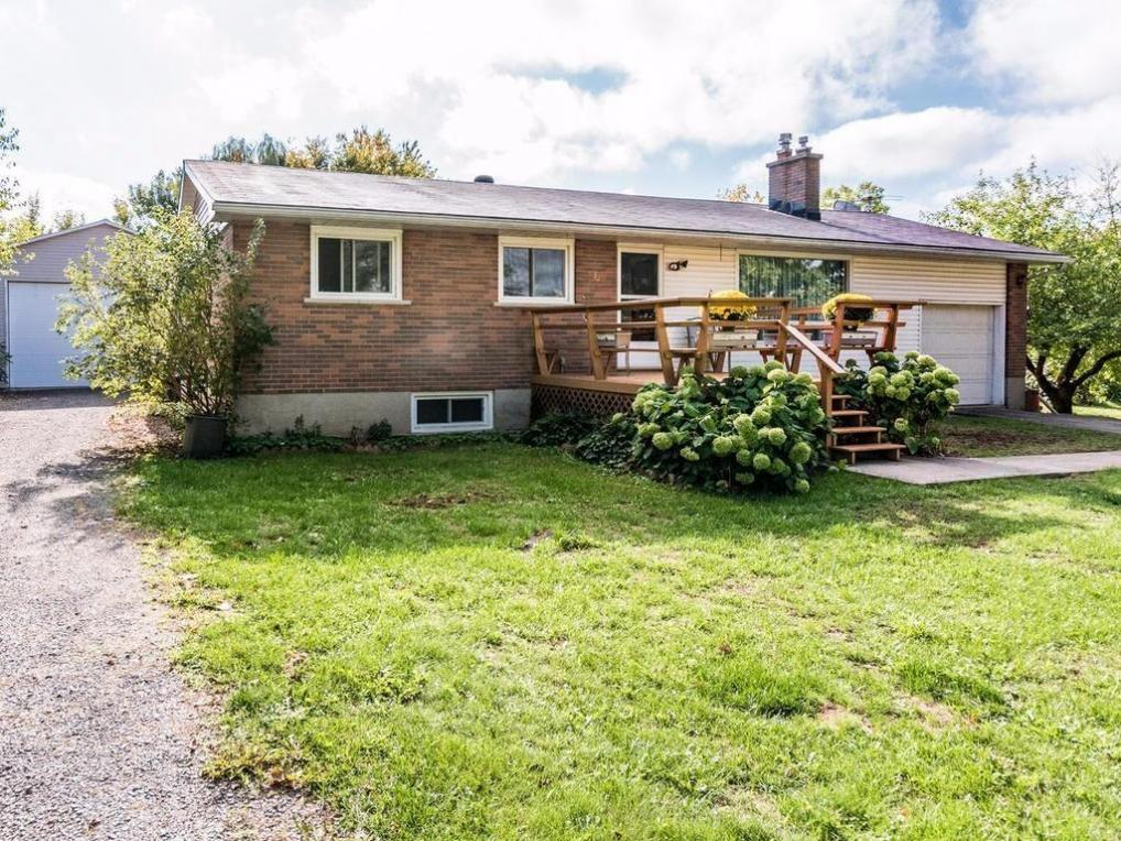 6 Stevens Street, Newboro, Ontario K0G1P0