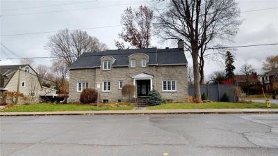 Photo of 371 Hinton Avenue S, Ottawa, Ontario K1Y1A6
