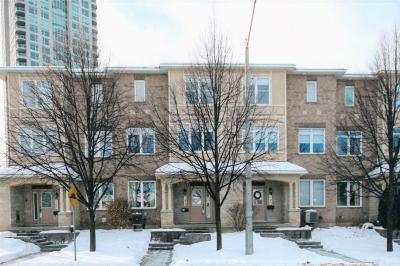 Photo of 122 Lanark Avenue, Ottawa, Ontario K1Z1E6