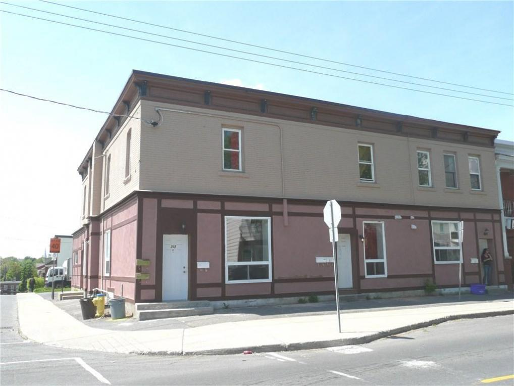 202 Rochester Street, Ottawa, Ontario K1R7M6