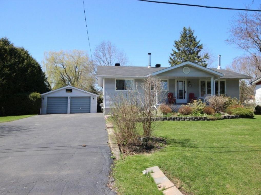 35 Manitou Street, Embrun, Ontario K0A1W0