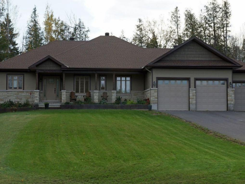 151 Country Carriage Way, Carp, Ontario K0A1L0