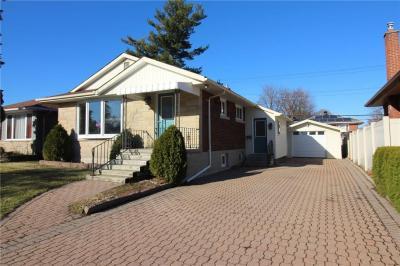 Photo of 731 Pleasant Park Road, Ottawa, Ontario K1G1Y5