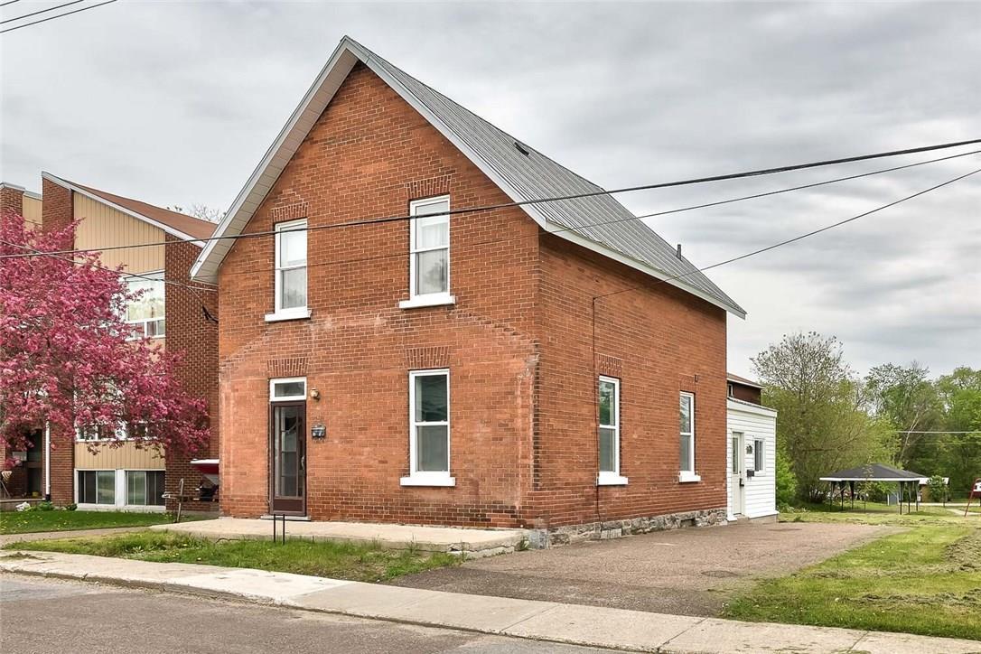 33 Russell Street N, Arnprior, Ontario K7S2J2