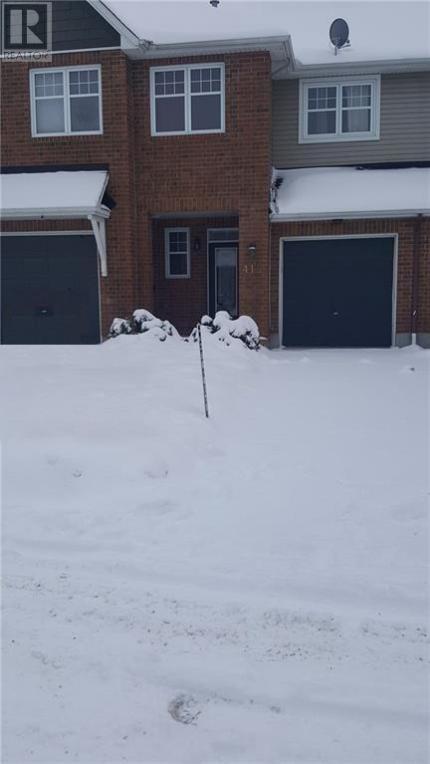 418 Cache Bay Crescent, Ottawa, Ontario K1T4H3