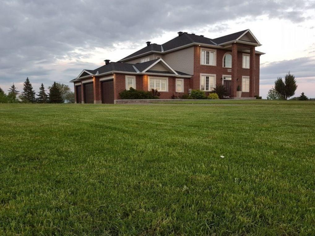 7516 Dawn Tara Drive, Ottawa, Ontario K4P1R8