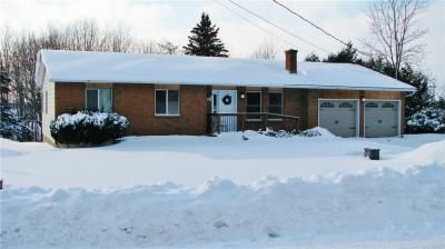 Photo of 202 Stanley Crescent, Russell, Ontario K4R1E5
