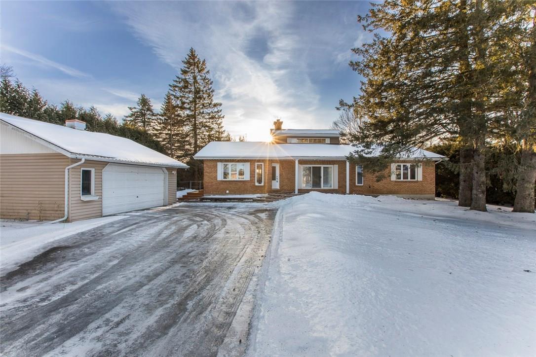 6080 James Bell Drive, Manotick, Ontario K4M1B3