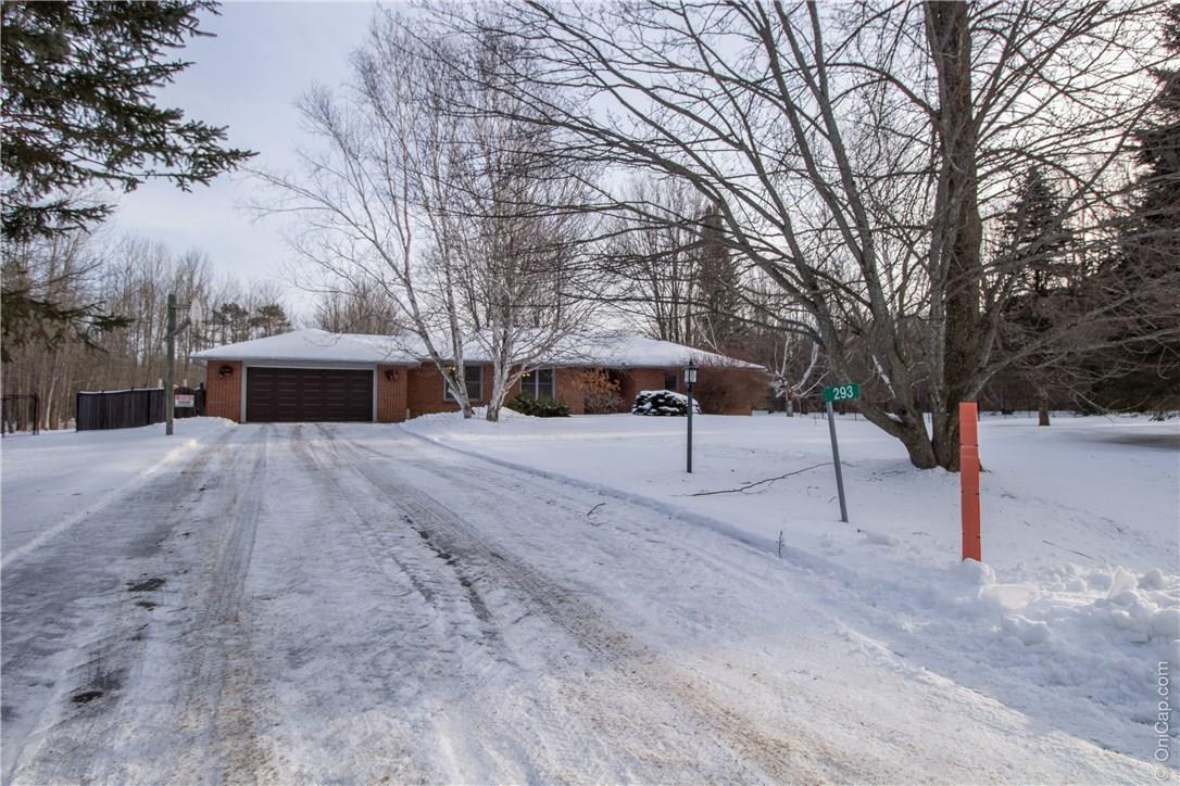 293 Wagon Drive, Dunrobin, Ontario K0A1T0