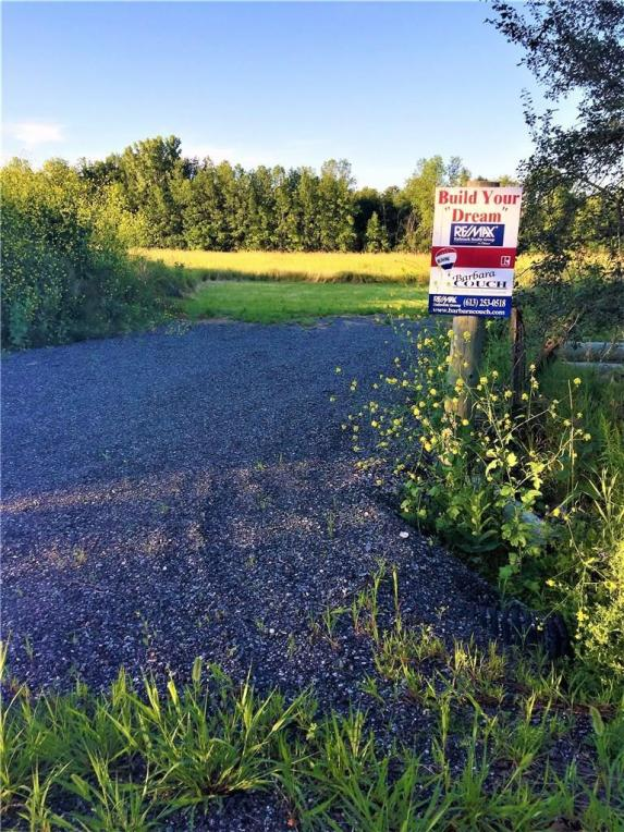 1694 Armstrong Side Road, Perth, Ontario K7C3C8
