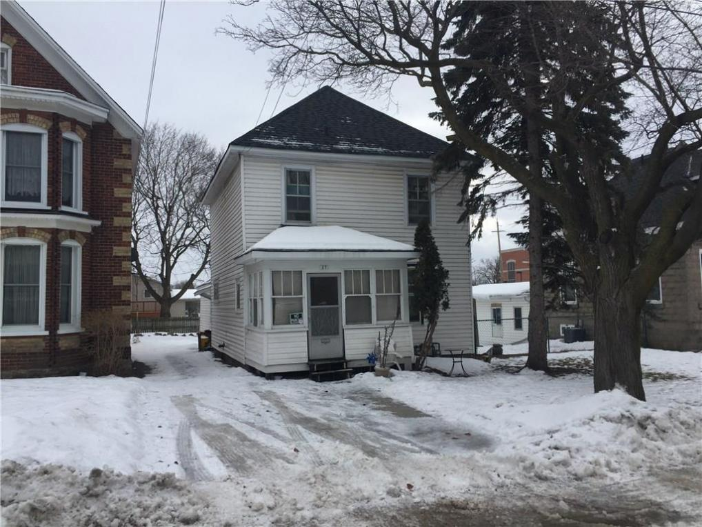 27 Strathcona Street, Smiths Falls, Ontario K7A1V8