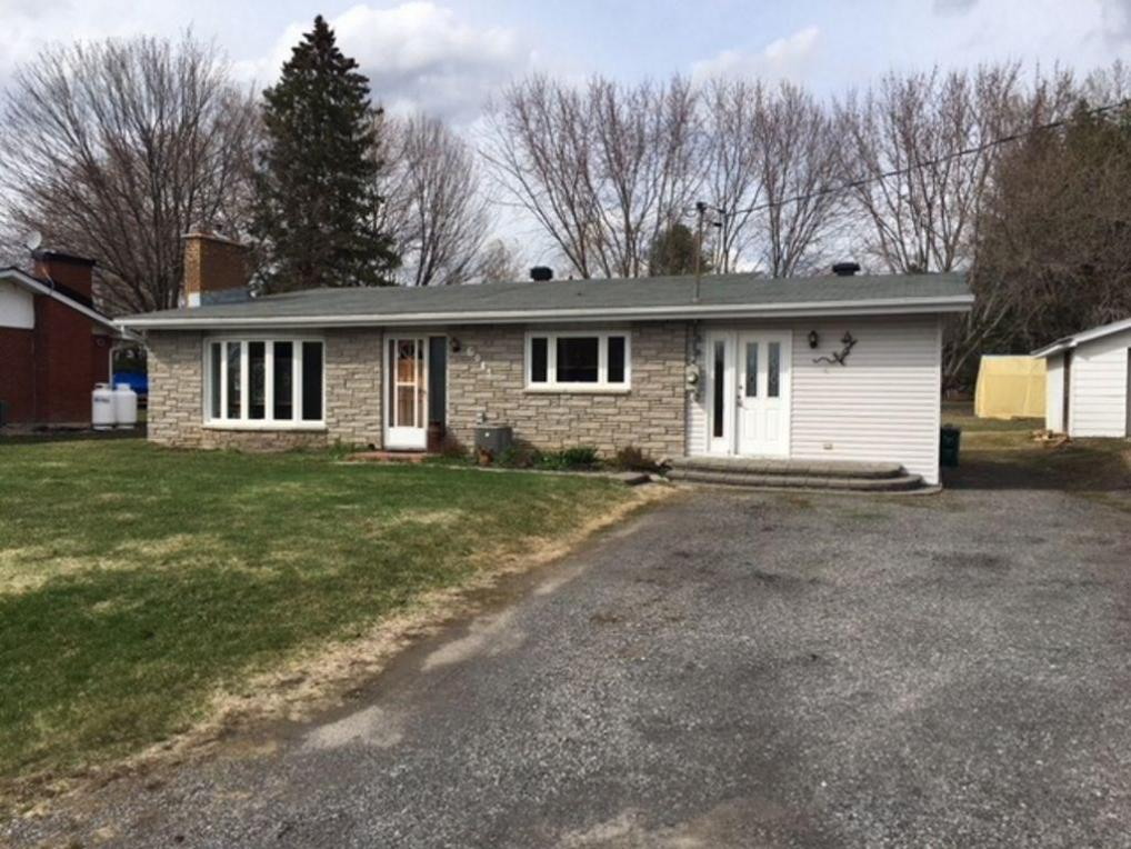6043 Russell Road, Ottawa, Ontario K0A1K0