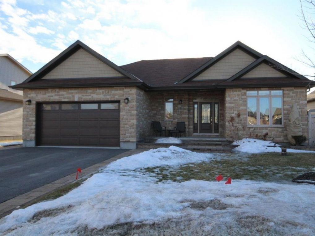 61 Rochelle Drive, Ottawa, Ontario K0A2Z0