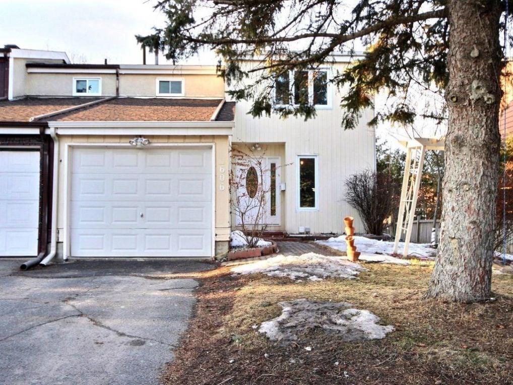 606 Seyton Drive, Ottawa, Ontario K2H7X5