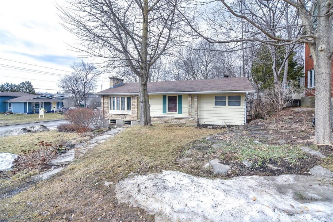 56 Russell Street W, Smiths Falls, Ontario K7A1P4