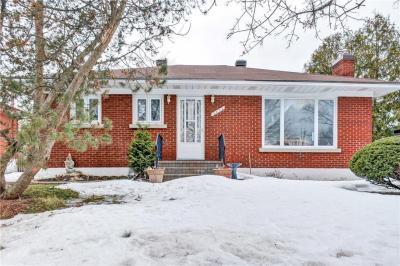 Photo of 2052 Saunderson Drive, Ottawa, Ontario K1G2E6