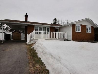 Photo of 185 Lacroix Avenue, Ottawa, Ontario K1E1K2